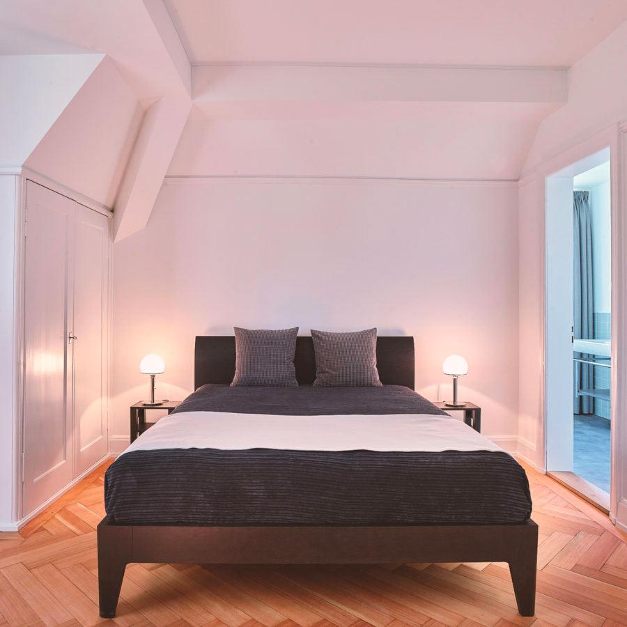 Zimmer 7 - mit schönem Parkett und Einbauschrank