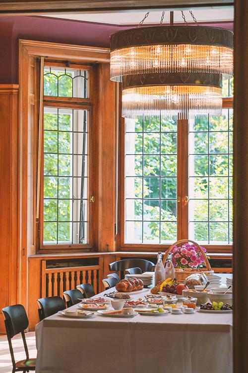 Frühstücksbuffet im Esszimmer des Boutique Hotels Signau House and Garden